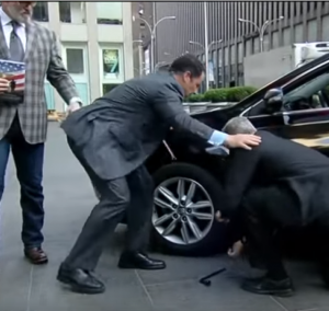 Fox News Hosts Changing Tire Fail (1)
